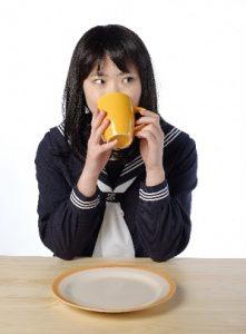 花粉症で薬に頼らない予防法といい食べ物は何?飲み物おすすめは?