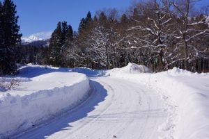 雪道で車が滑った時に対処法は?凍結路?