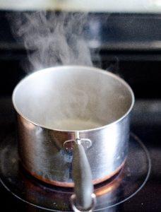 片手の小鍋