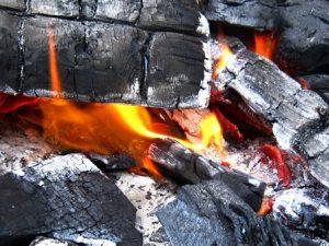 バーベキューの炭の処理や消し方はどうやるの?