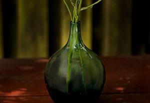 口の狭い花瓶の洗い方はコレだ!【汚れに完全勝利】